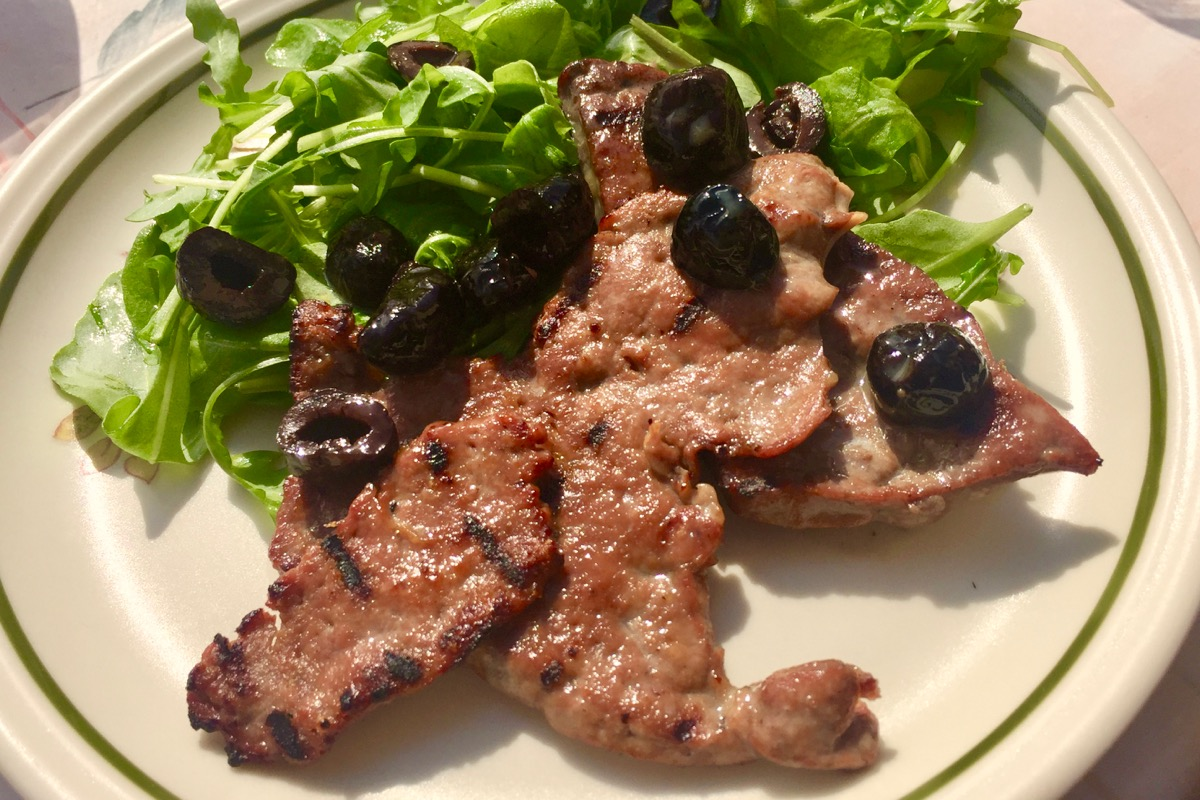 Fried and grilled calves liver with black olives