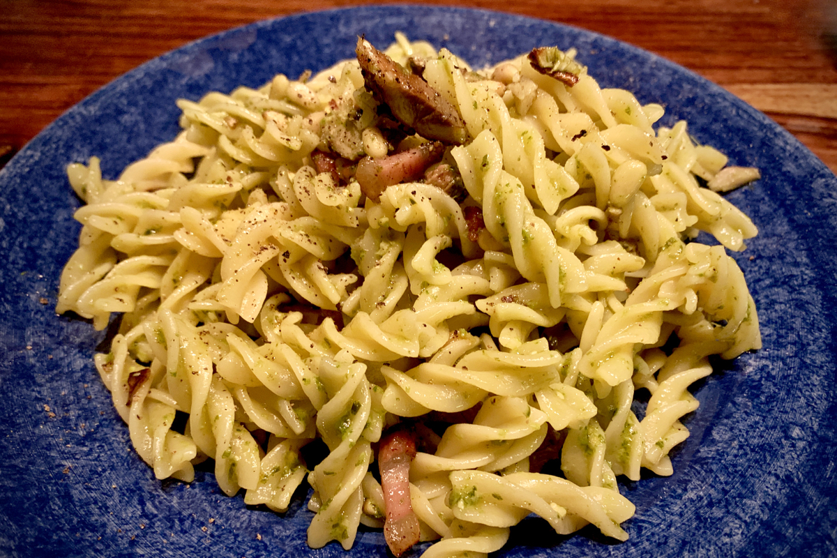 Smoked mackerel, bacon, onion and pesto pasta