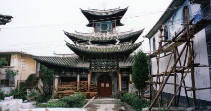 1024px-Old_temple_being_renovated_in_Dali_China