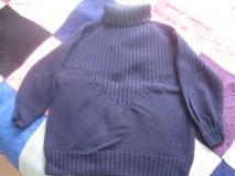 Mama strickt dicker blauer Pulli