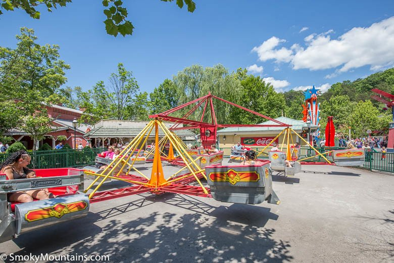 Dollywood Scrambler Ride  Review with Info  Photos