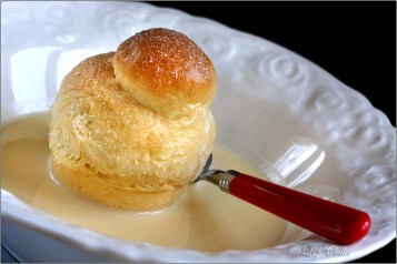 Brioche Avec Sauce à la Vanille © Liz Collet
