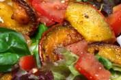 Gegrillter Kürbis und Salat © Liz Collet