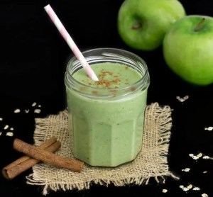 AMAZING APPLE PIE GREEN SMOOTHIE