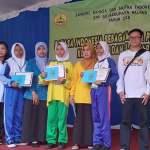 Yuananda Ayu Zahratun Zakiyah salah satu siswi SMP Negeri 2 Sumberpucung berhasil memenangkan lomba berbalas pantun dengan predikat kelompok favorit