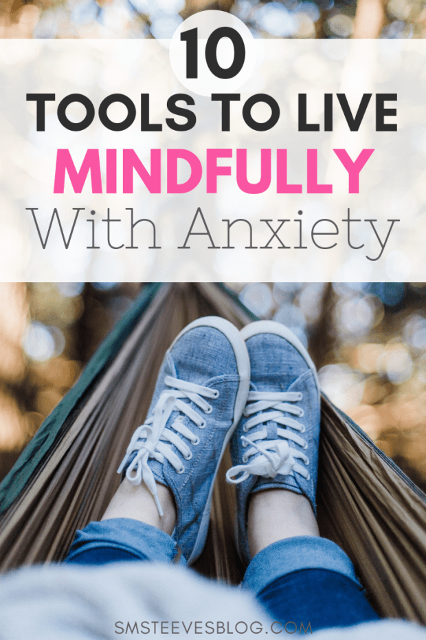 Learn 10 simple, yet effective ways to manage anxiety symptoms to help reduce feeling overwhelmed by everyday life and improve upon feelings of happiness. #Anxiety #MentalHealth #Parenting #postpartum