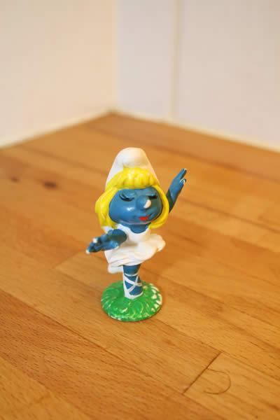 Lilla smurfan dansar