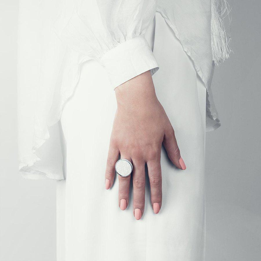 sagen-virrvarr-stor-ring-ljusgra-2