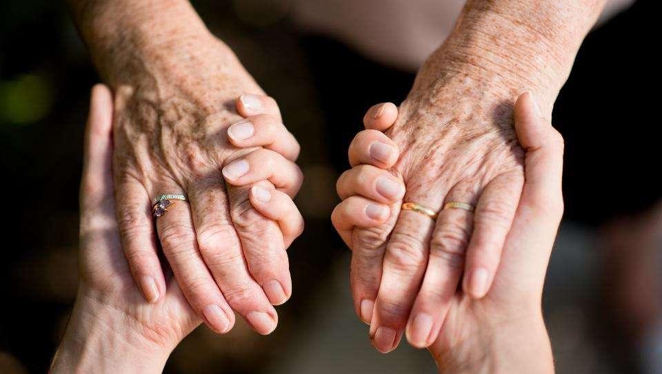 Руки стареют первыми