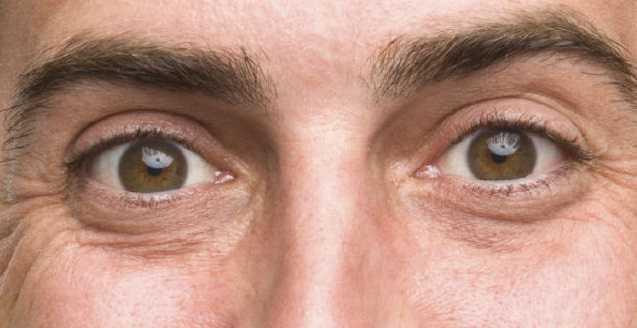 Мы можем читать эмоции людей по глазам