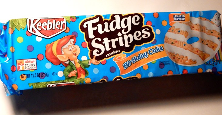Review Keebler Limited Batch Birthday Cake Fudge Stripes Snack Cellar