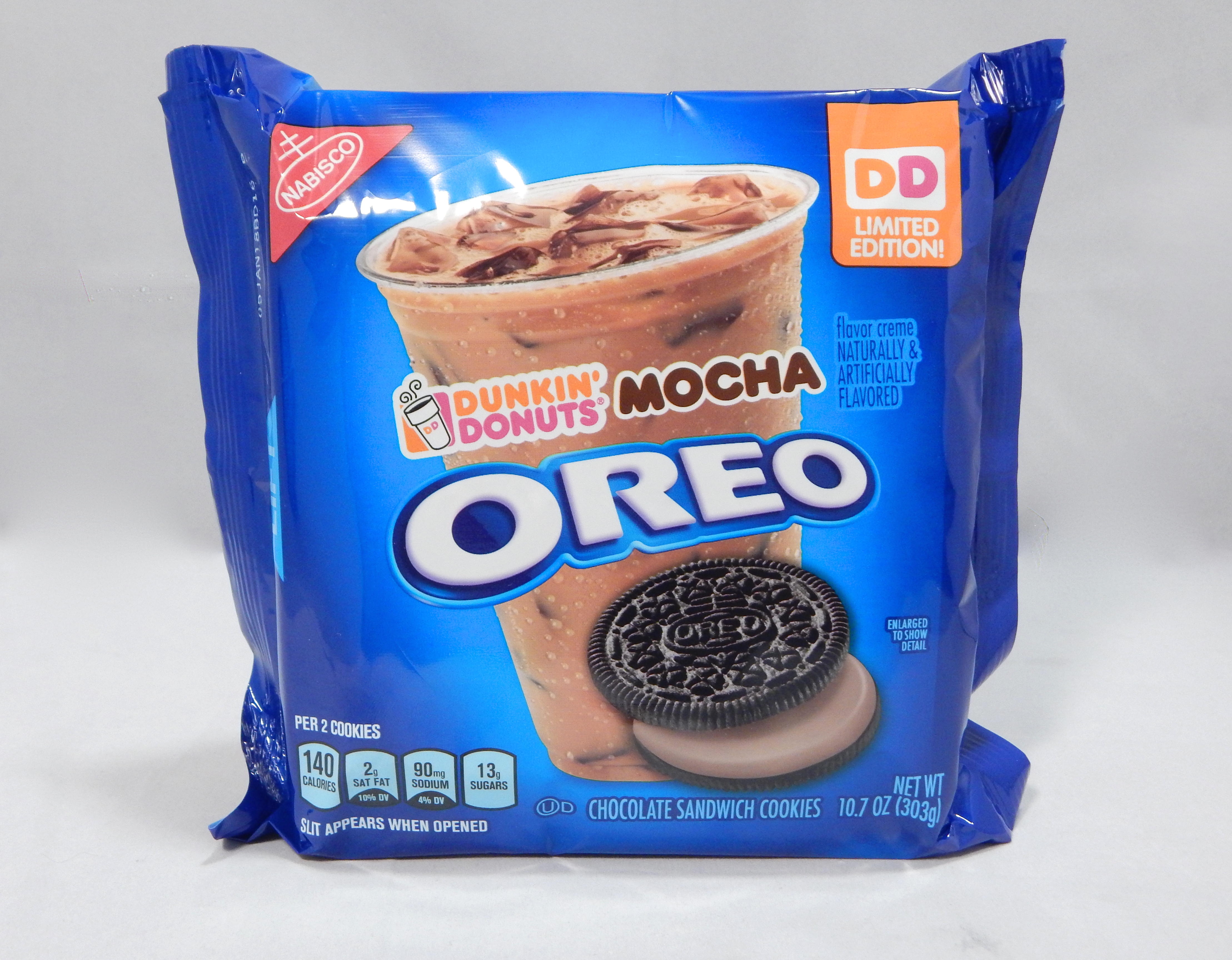 Review Nabisco Limited Edition Dunkin Donuts Mocha Oreos Snack