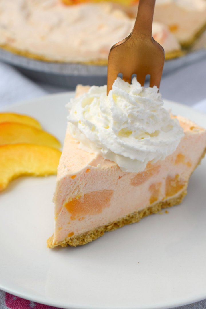 You'll love the flavors that blend together in this lovely Amaretto Peach No Bake Cheesecake! This easy to make dessert will wow your guests!