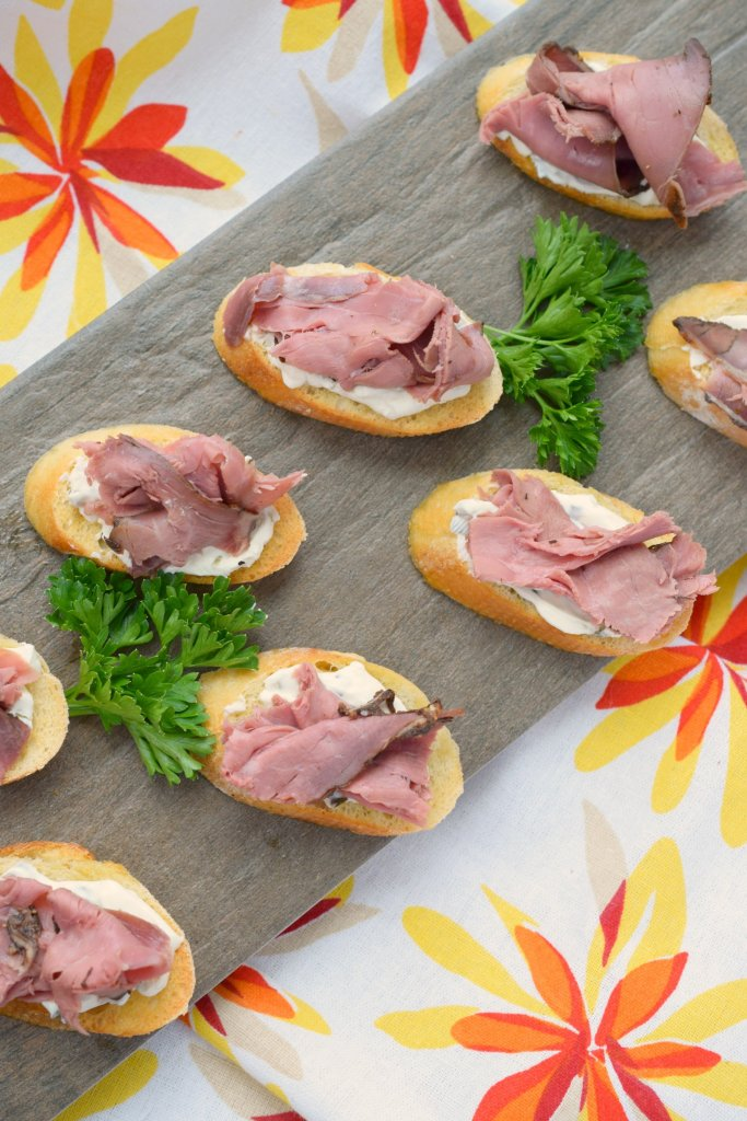 Need a simple yet elegant holiday appetizer? Look no further than this easy to make Roast Beef Crostini, perfect for parties!