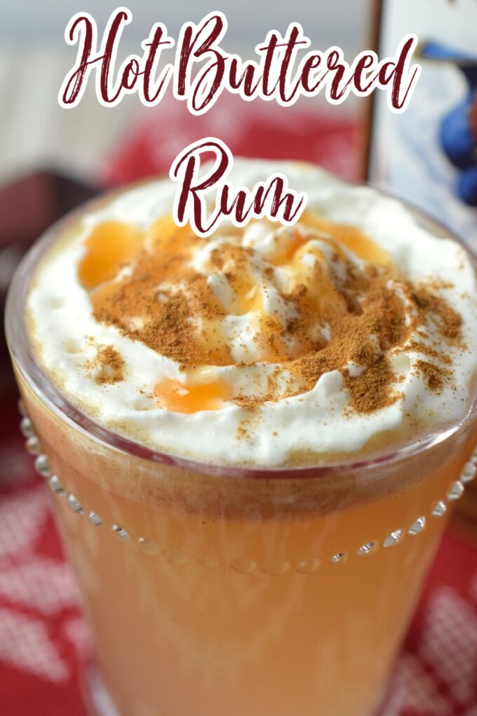 Hot Buttered Rum - A delicious holiday drink made with just a few simple ingredients. So creamy and flavorful! Hot Buttered Rum | Christmas Drink Recipe | Christmas Cocktail