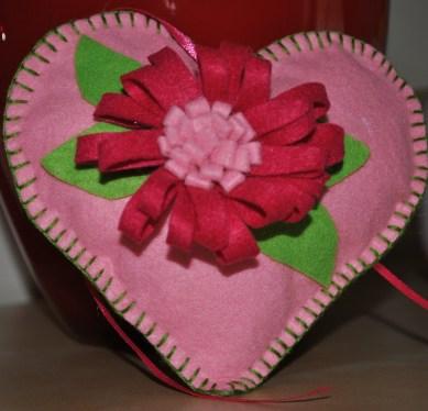 cuore rosa con gerbera