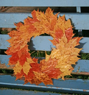 Wreath_on_bench