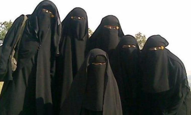 Niqab-group-of-women