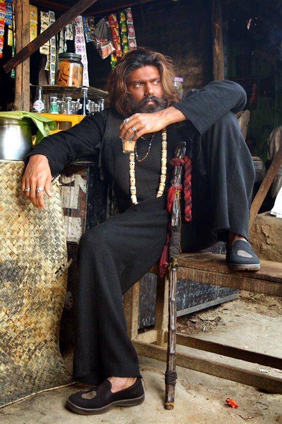 bala-arya-movies-kasi-varanasi-reviews-naan-kadavul-stills-009