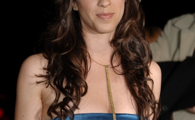 Alanis Morissette S Ex Manager Gets 6 Years For Stealing