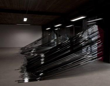 Facets. 2011, installation, black tape / Facets. 2011, installation, ruban adhésif noir.