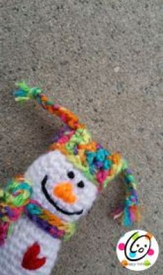 Itty Bitty Snowman Ornament from Snappy Tots.