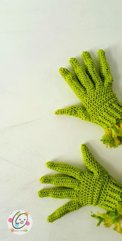creepy fingers