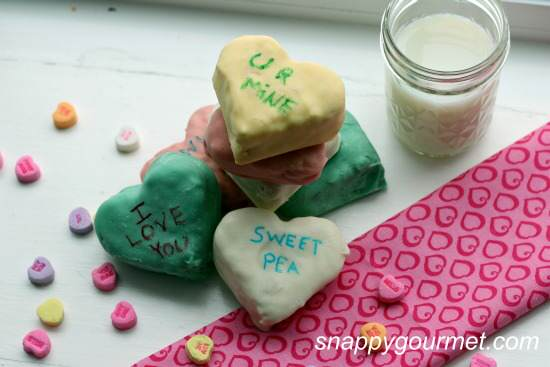 Dipped Conversation Hearts Krispies Treats (Valentine's Day treat) recipe | SnappyGourmet.com
