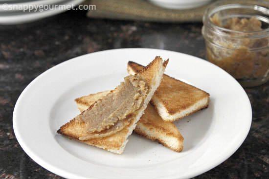 Homemade Cinnamon Vanilla Roasted Walnut Butter | snappygourmet.com