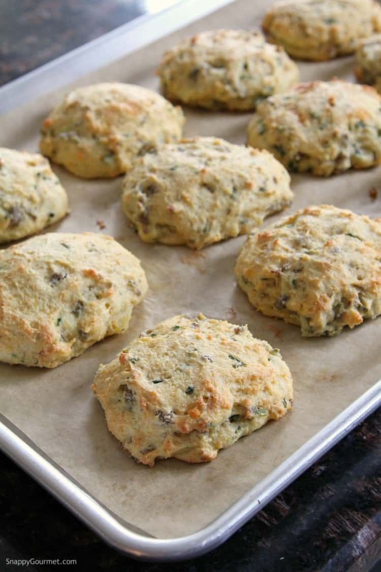 Homemade Cheddar, Chive, and Sausage Biscuits - easy homemade biscuits recipe
