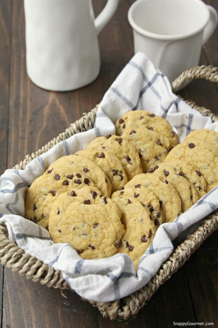 Pumpkin Chocolate Chip Cookies - easy pumpkin chocolate chip cookies that are soft and chewy
