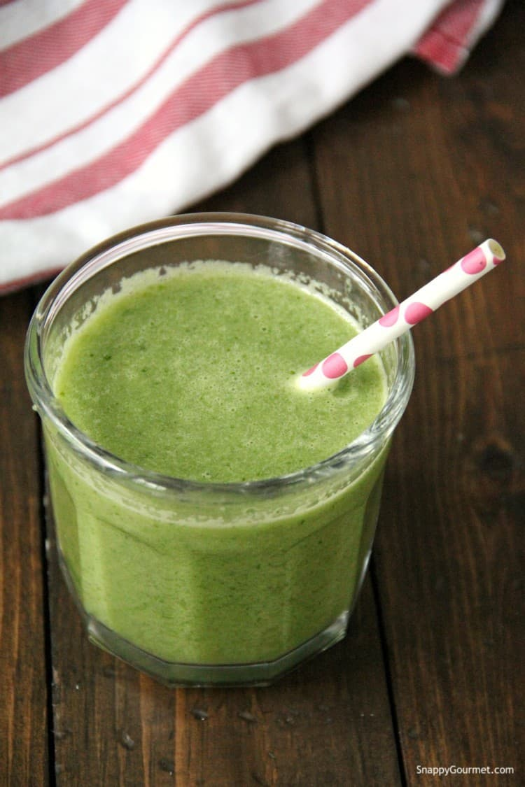 kale apple smoothie in glass