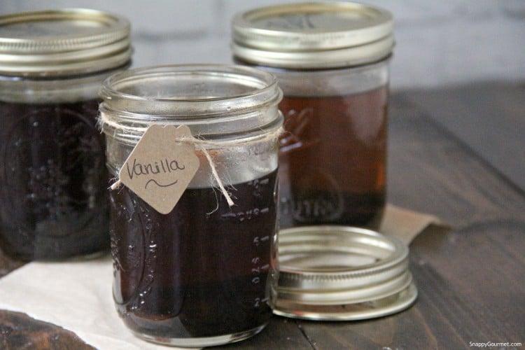 diy vanilla extract in glass mason jar