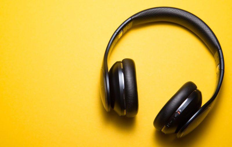 headphones shuffle playlist