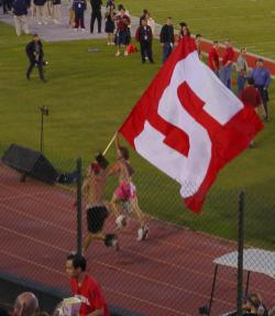 game_stanford_flag_yell_leaders.jpg