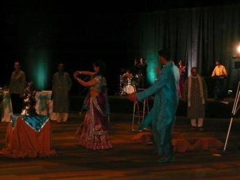 show_maulik_sarjita_dancing.jpg