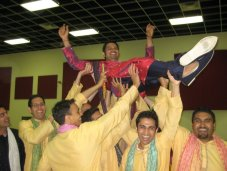 raas_groomsmen_carrying_maulik.jpg