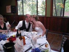 reception_maureen_nick_kiss.jpg