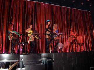 pure_pussycat_dolls_stage.jpg