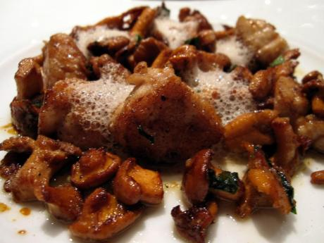 04_sweetbreads_with_cep_mushrooms.jpg