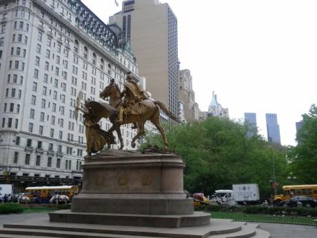 army_plaza_statue