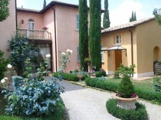 inn_courtyard