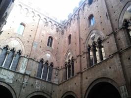 inside_palazzo_pubblico