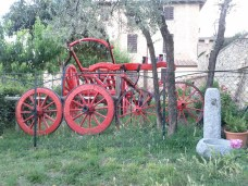 viecche_del_mura_red_carriage_and_wheels