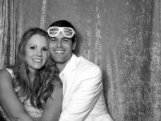 photo_booth_gina_ryan_hug