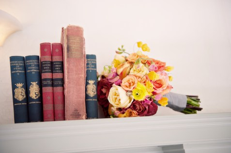 02_flowers_bouquet_books