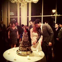 15_reception_cutting_cake_2