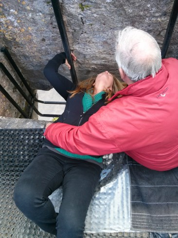 gina_kisses_the_blarney_stone