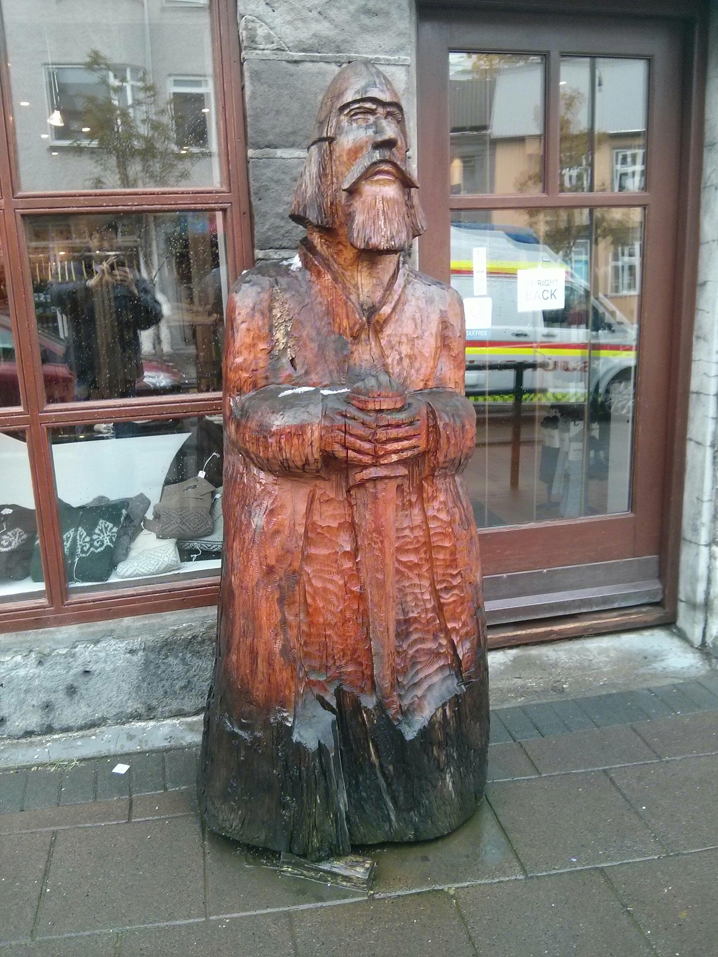 bankastraeti_street_wooden_viking_sculpture