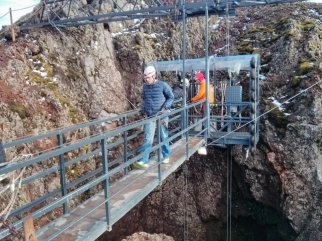 prihnukagigur_volcano_elevator_scaffolding